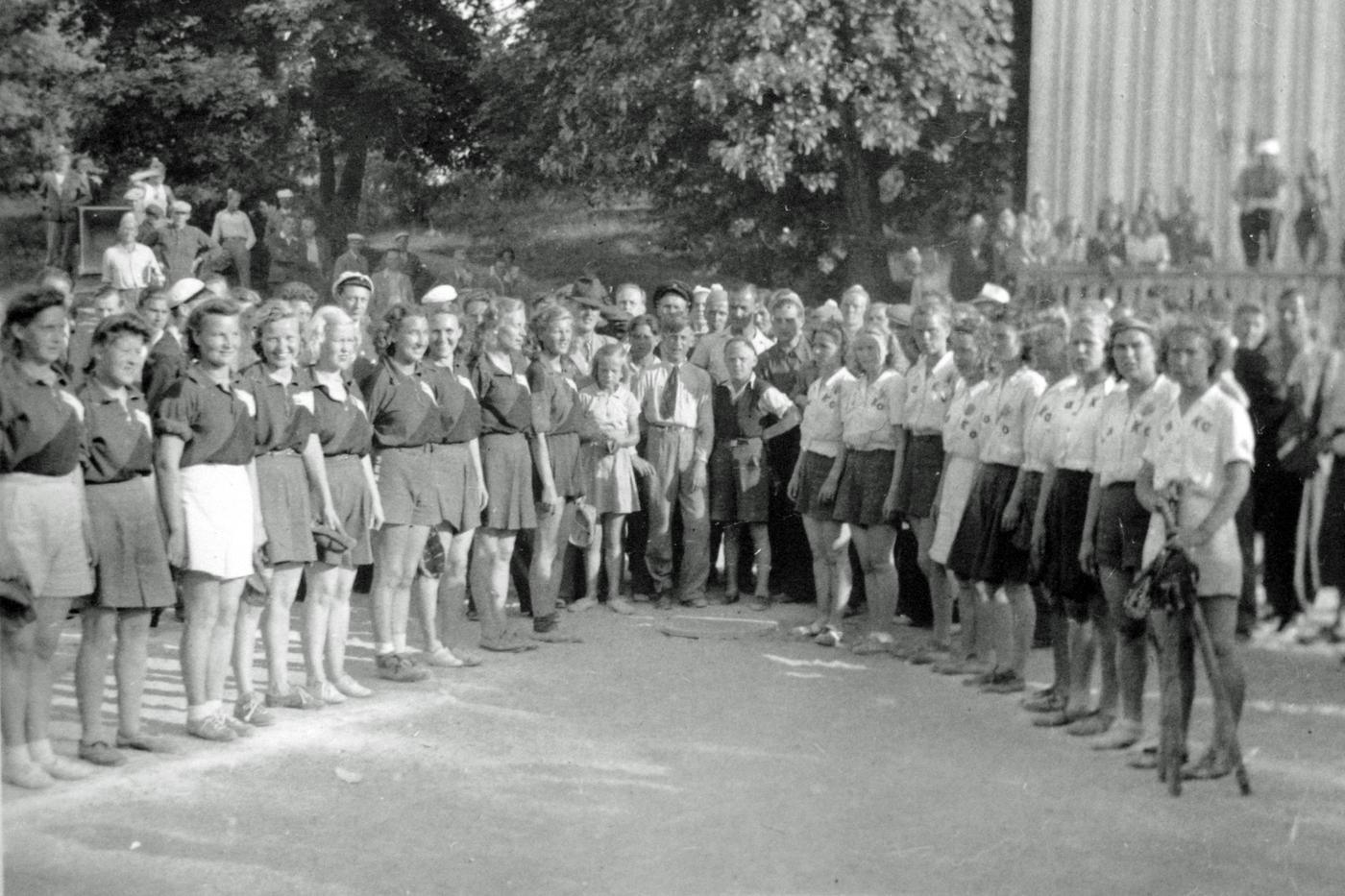 Hukat_-_Lahden_Koripalloilijat_naiset_1947_Suurkisat.jpg