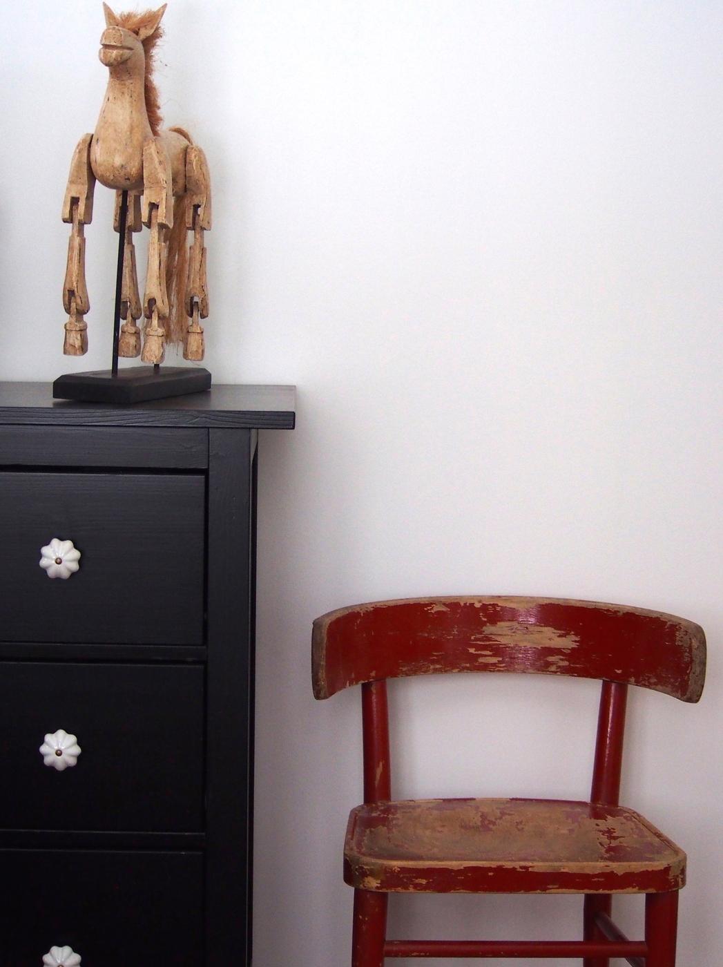 Muokattu tuoli ja kaappi.jpg