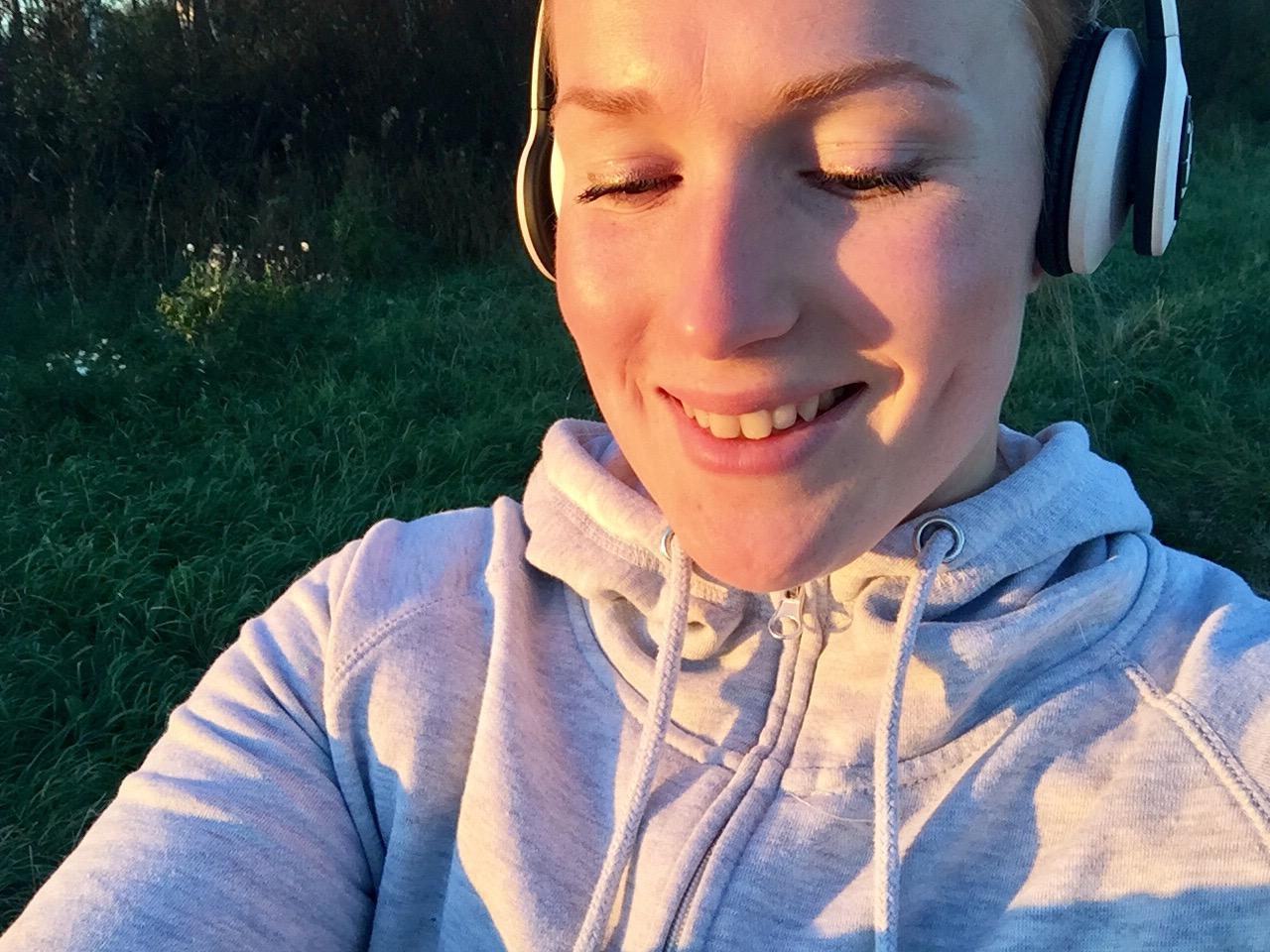 ylitsevuotava onnellisuus kävelylenkillä