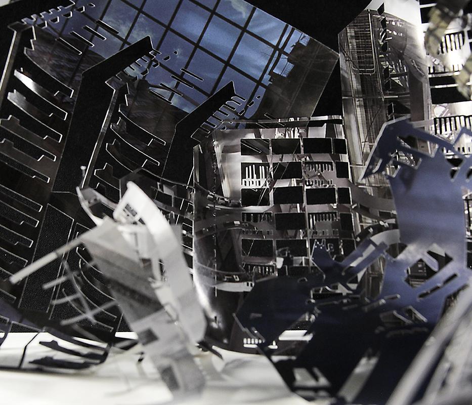 Paperinohuet ideaalit paljastuvat Tatu Tuomisen näyttelyssä