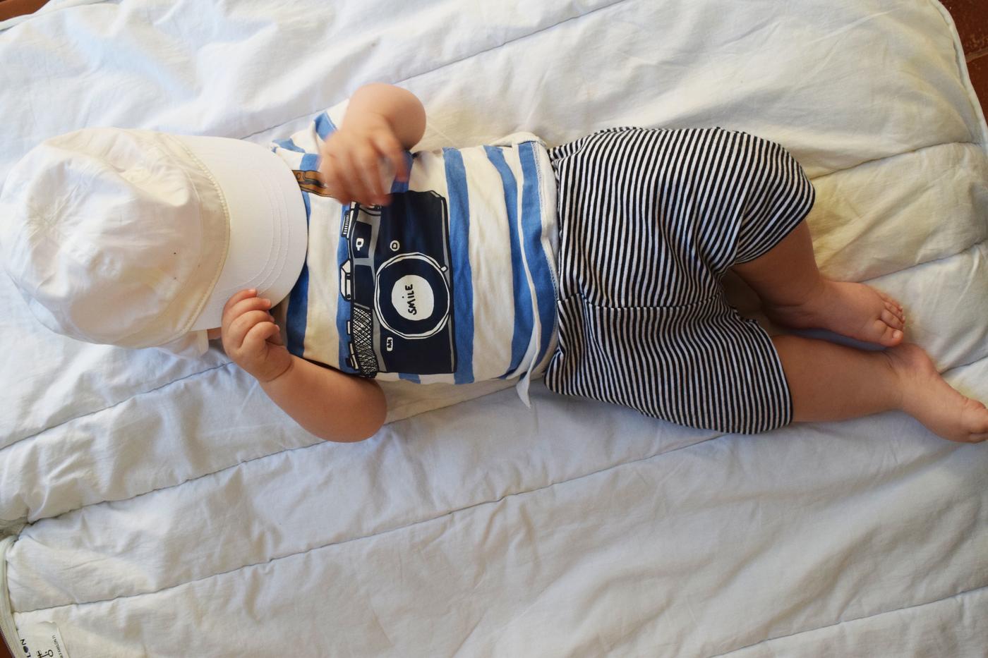 Vauva etelänlomalla