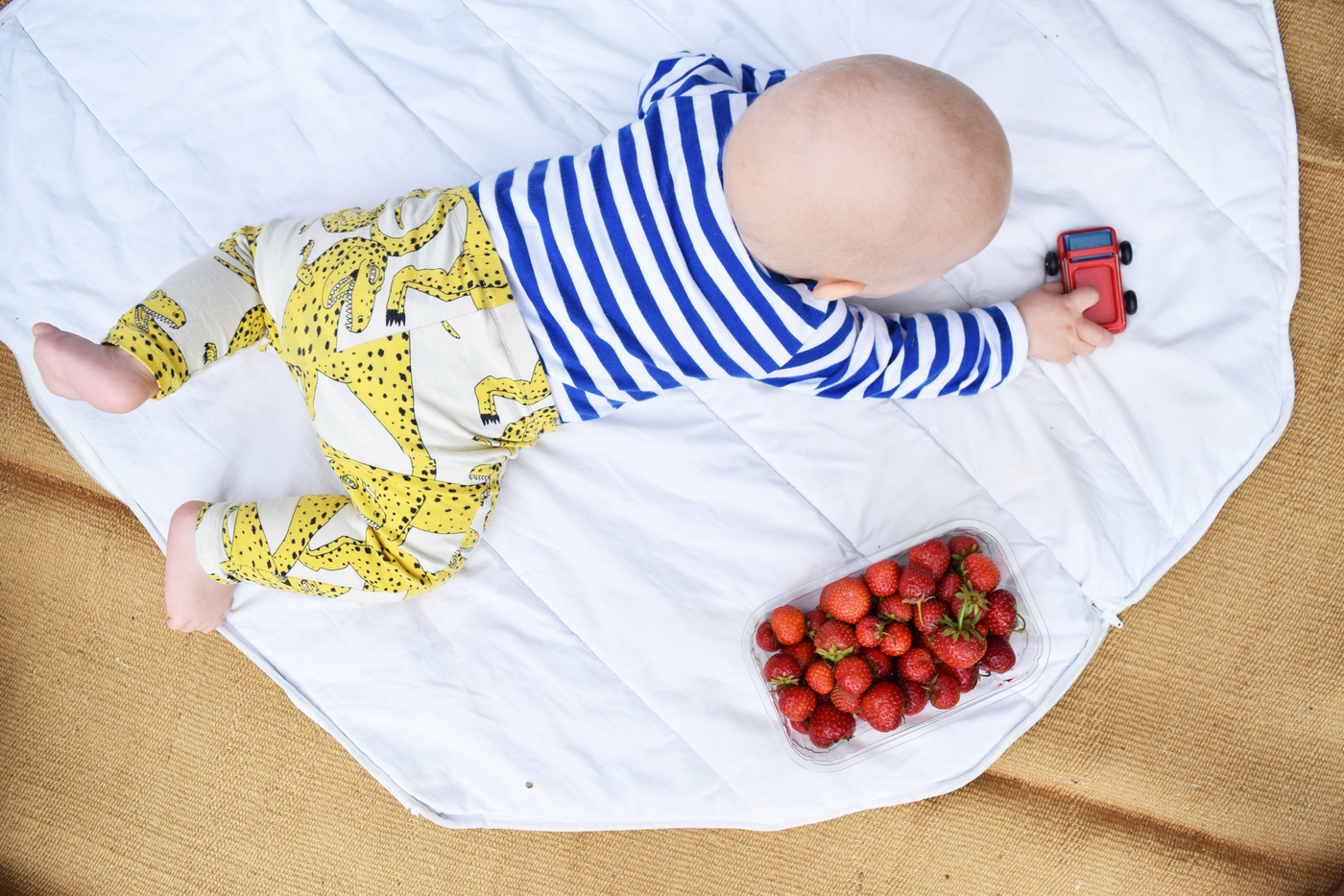 vauva ja mansikat.jpg