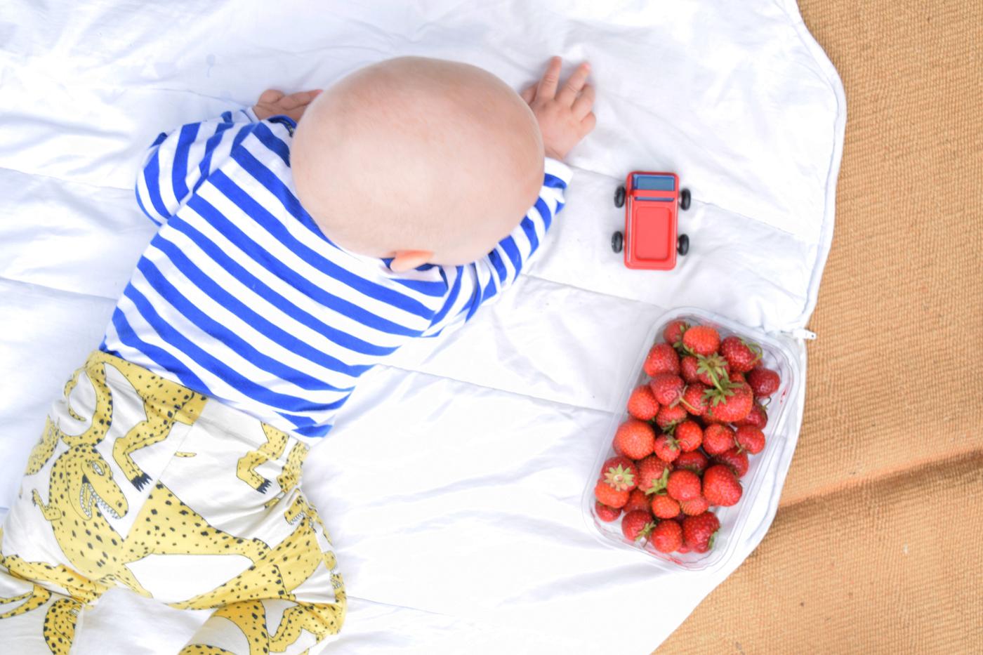 vauva ja mansikat3.jpg