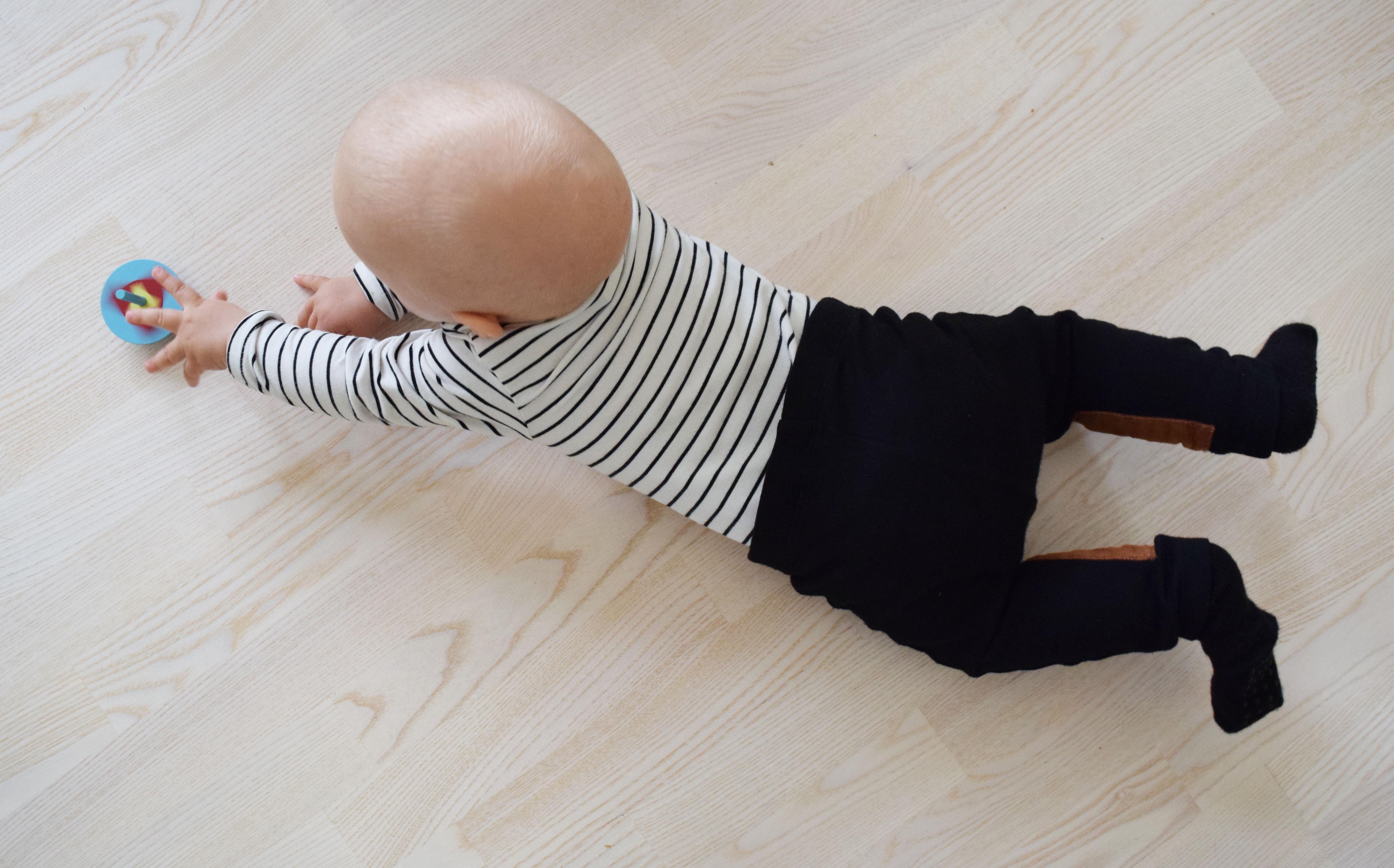 vauva ja hyrrä.jpg
