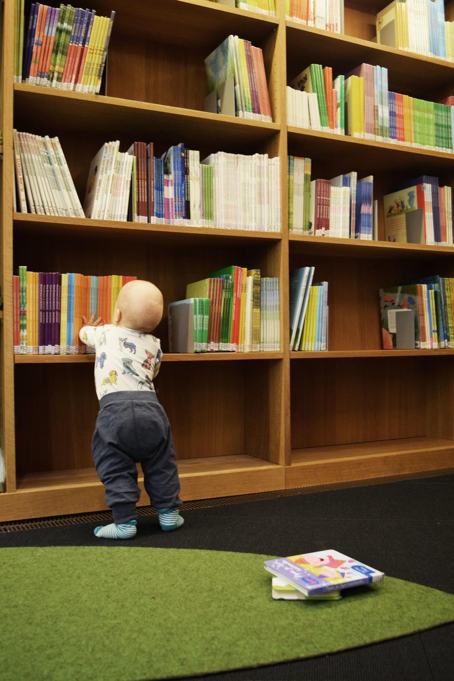 kirjastossa2.jpg