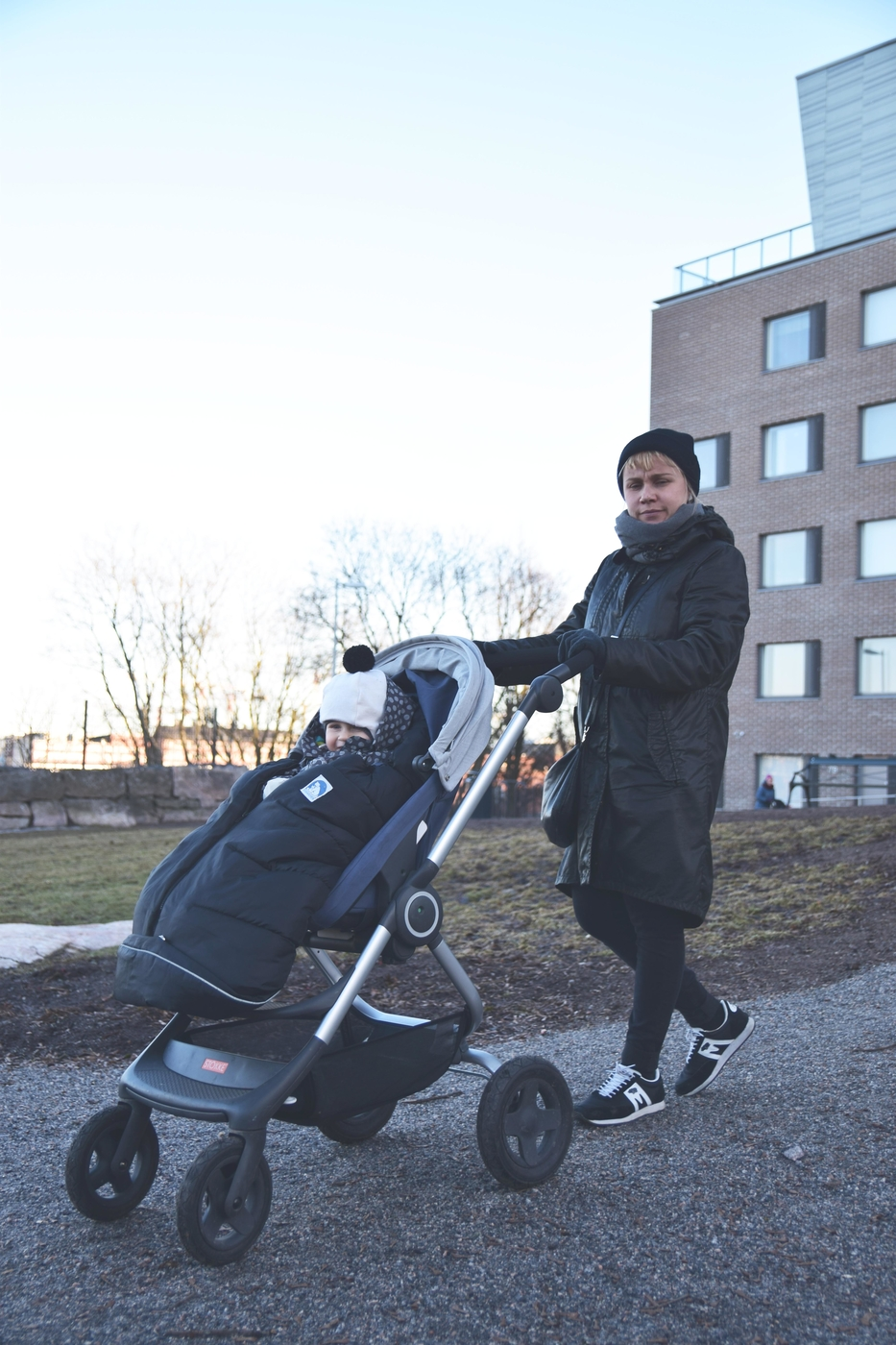Lapso istuskelee korkealla: Stokke Scoot kaupunkirattaat