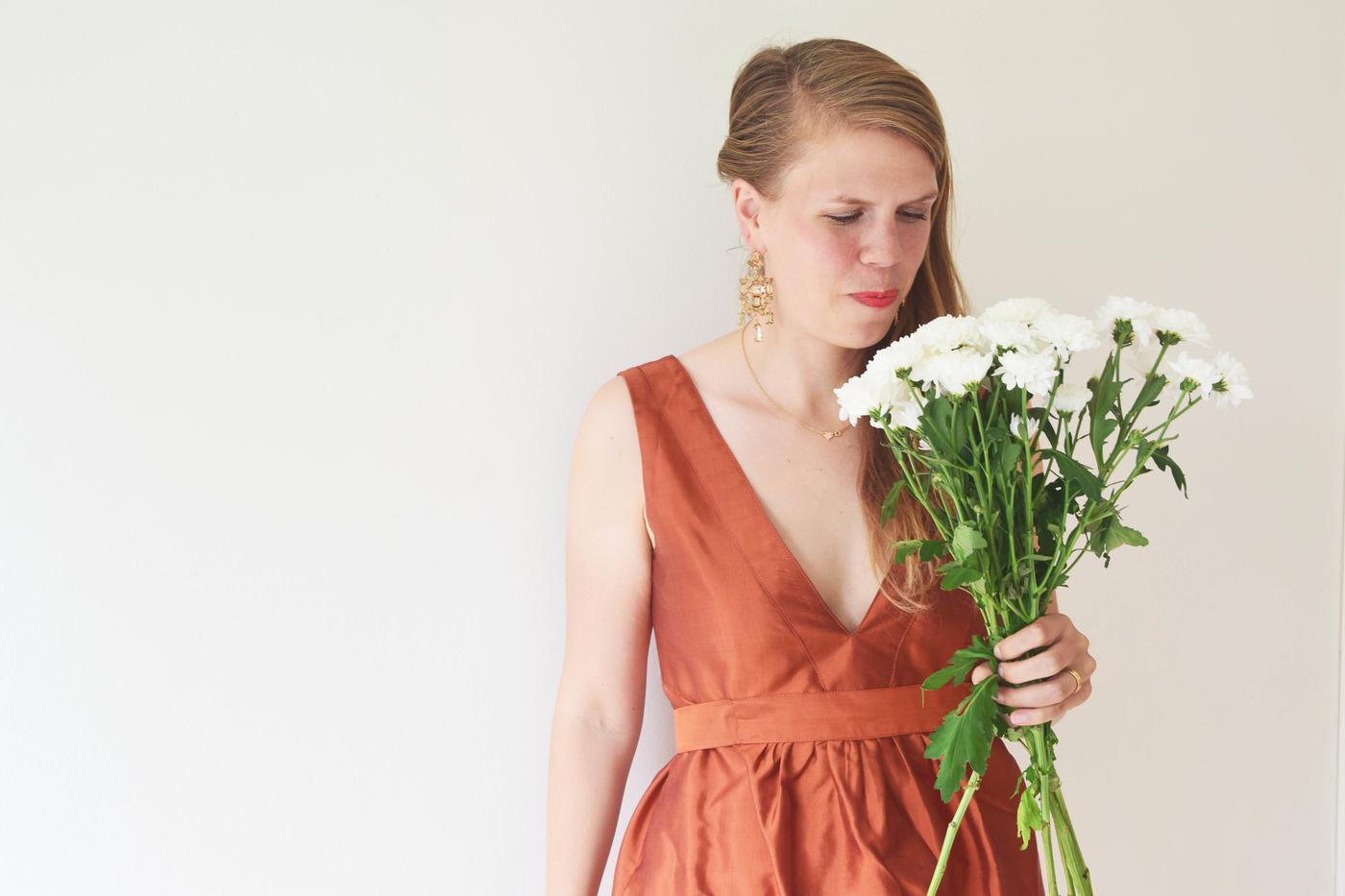 julia ja kukat2.jpg