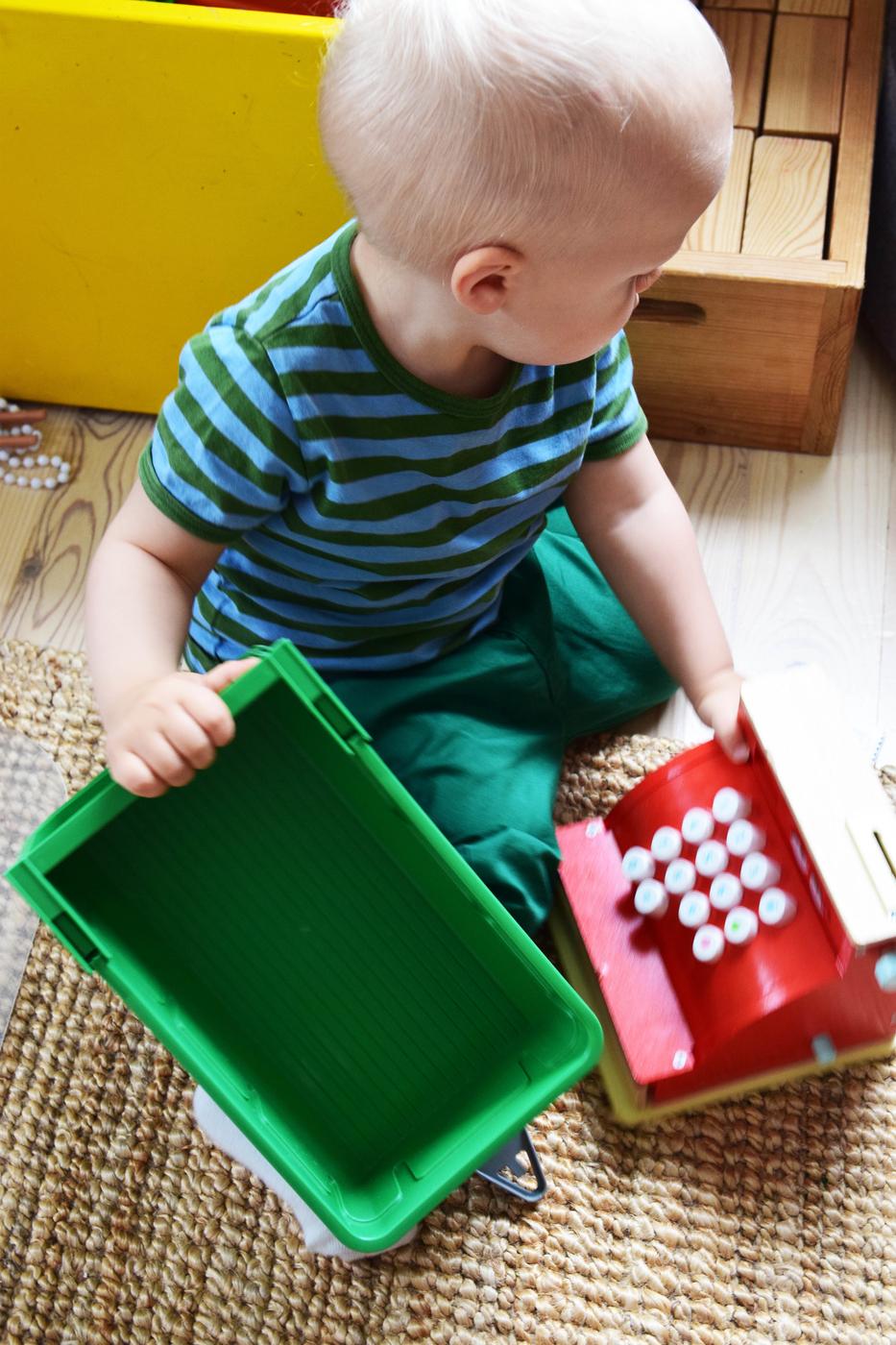 lapsi leikkii2.jpg