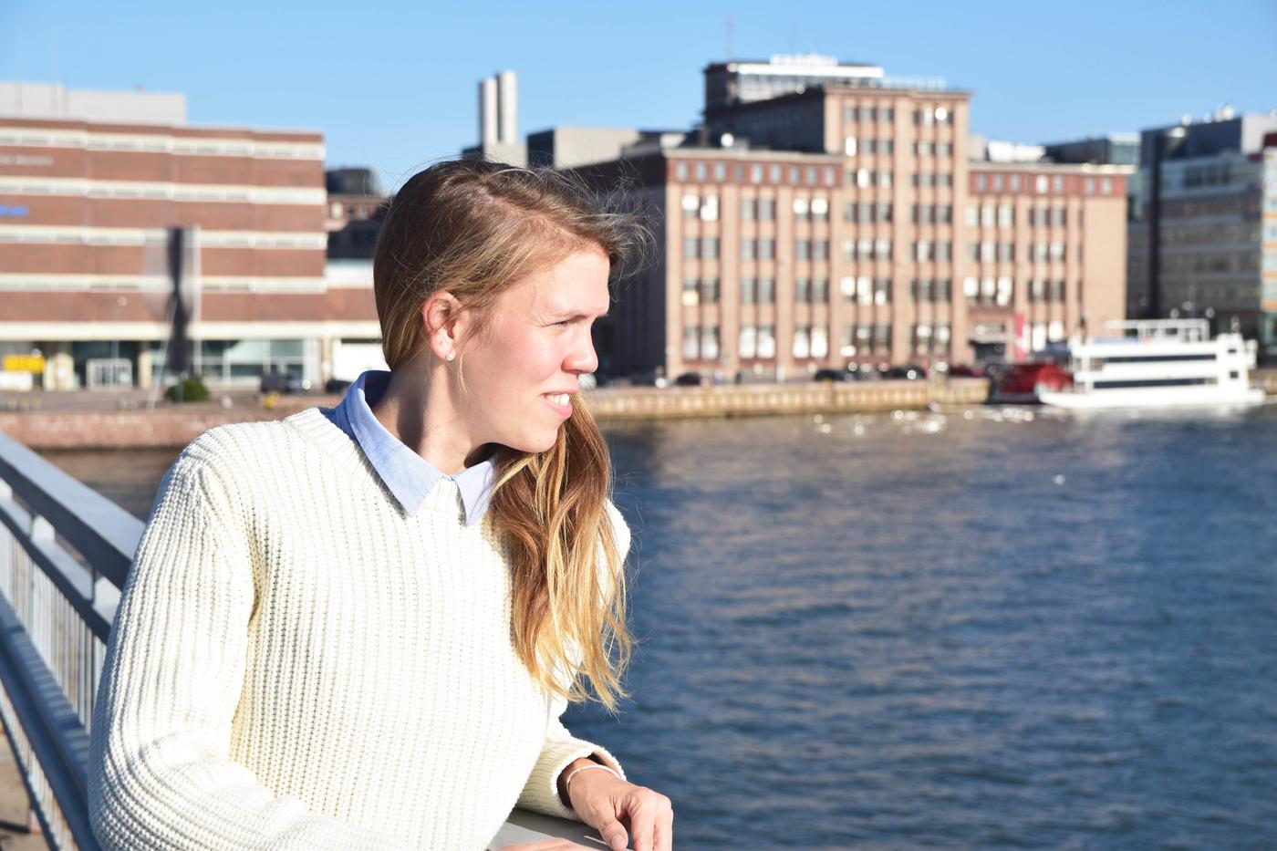 lauttasaaren sillalla2.jpg