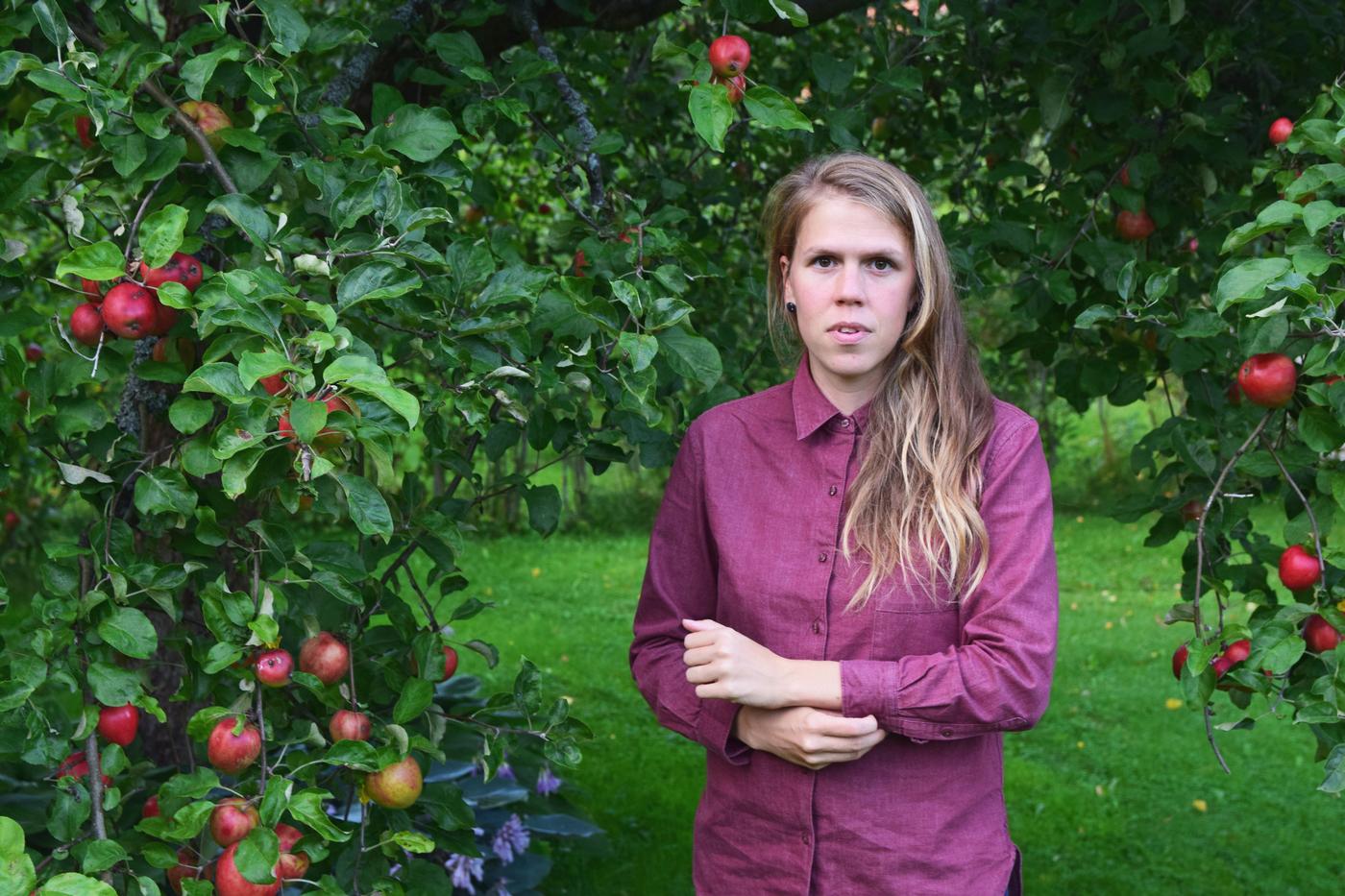 omenapuiden alla.jpg