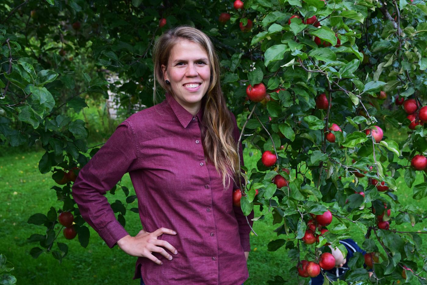 omenapuiden alla3.jpg