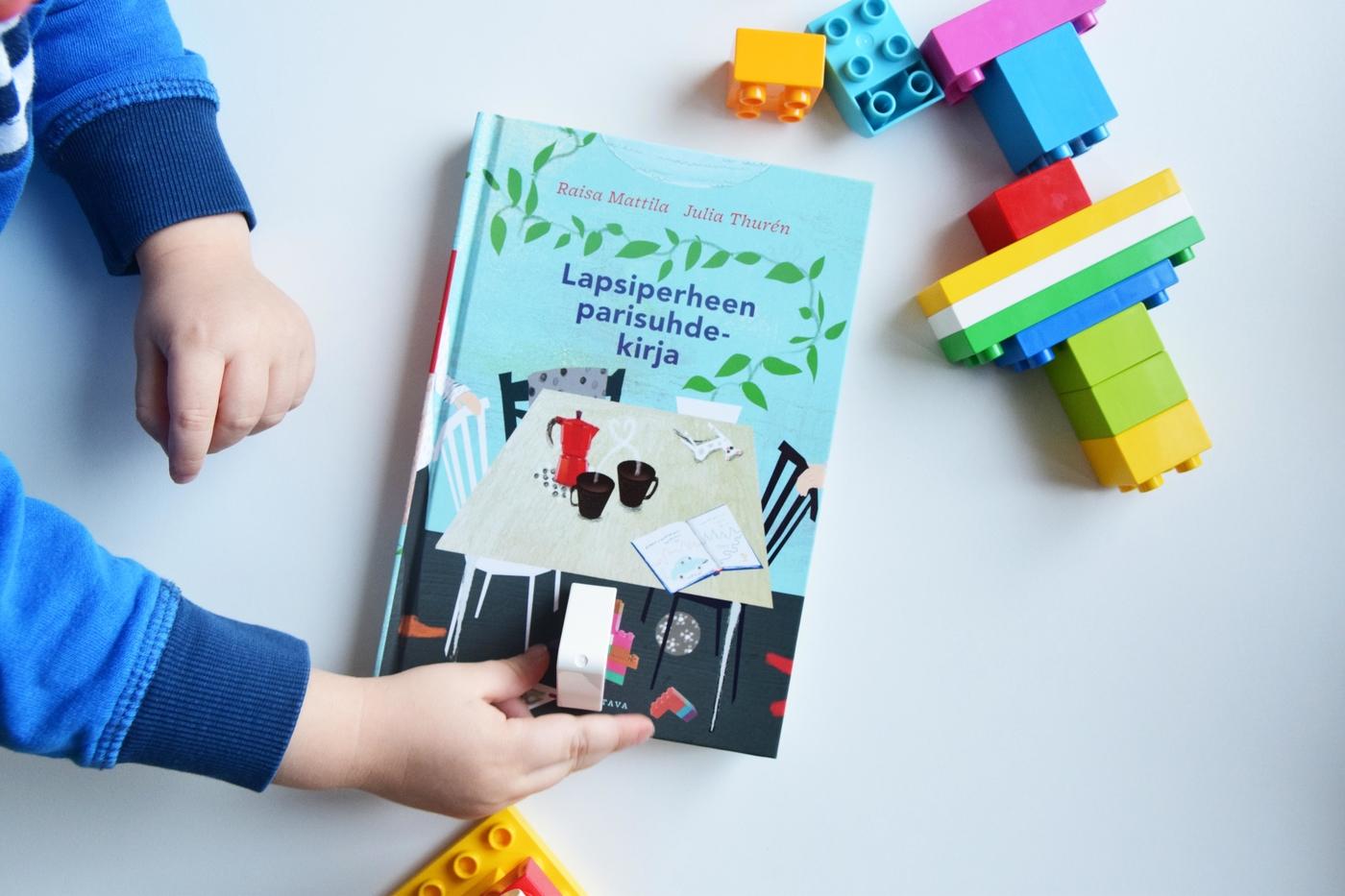 lapsiperheen parisuhdekirja ja legot2.jpg
