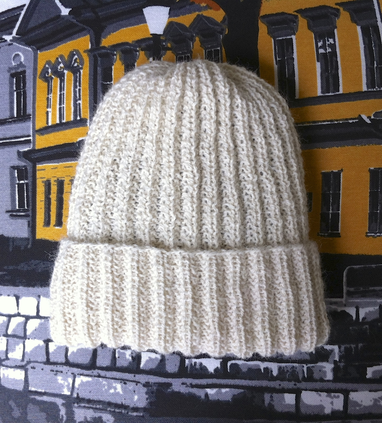 How to knit the easy hat in DROPS Extra 0-818