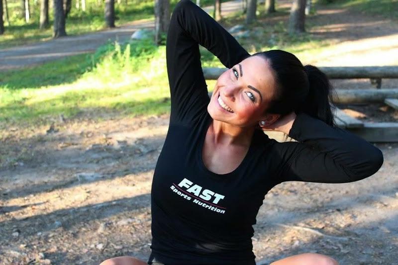 Blogivieraana bikini fitness -kilpailija Riina Saastamoinen