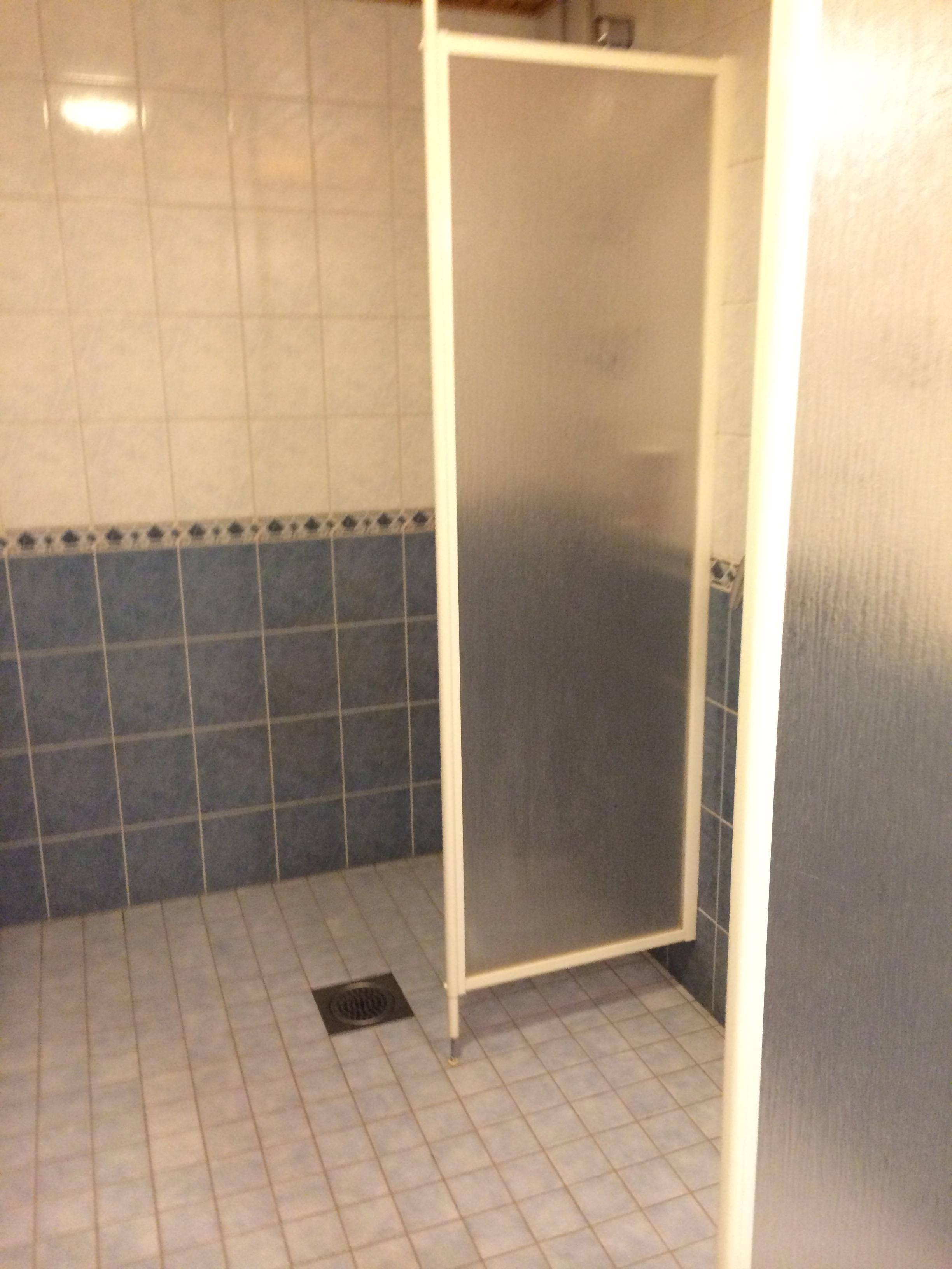 Kylpyhuone Maalaus