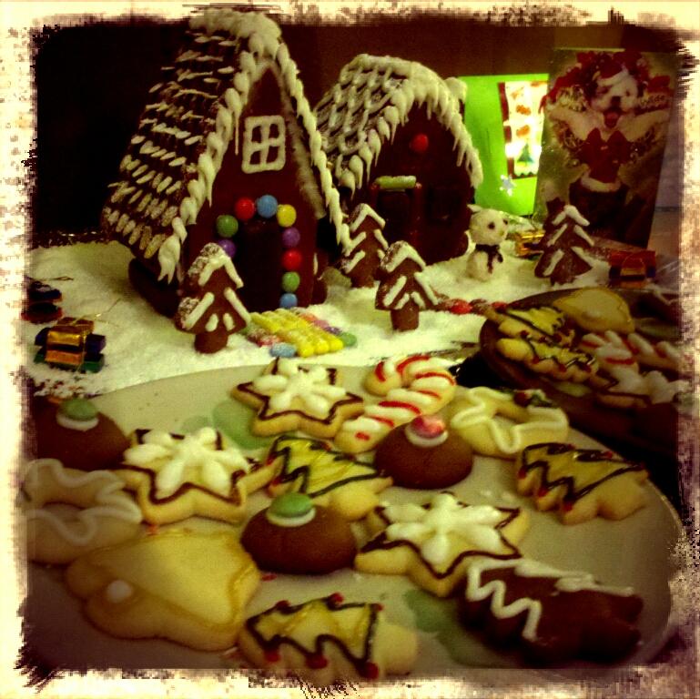 Piparkakkutalo jouluna