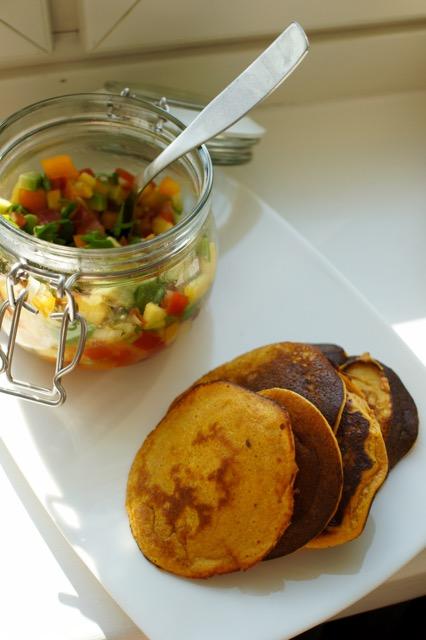 Bataattilettuja & hedelmäistä salsaa
