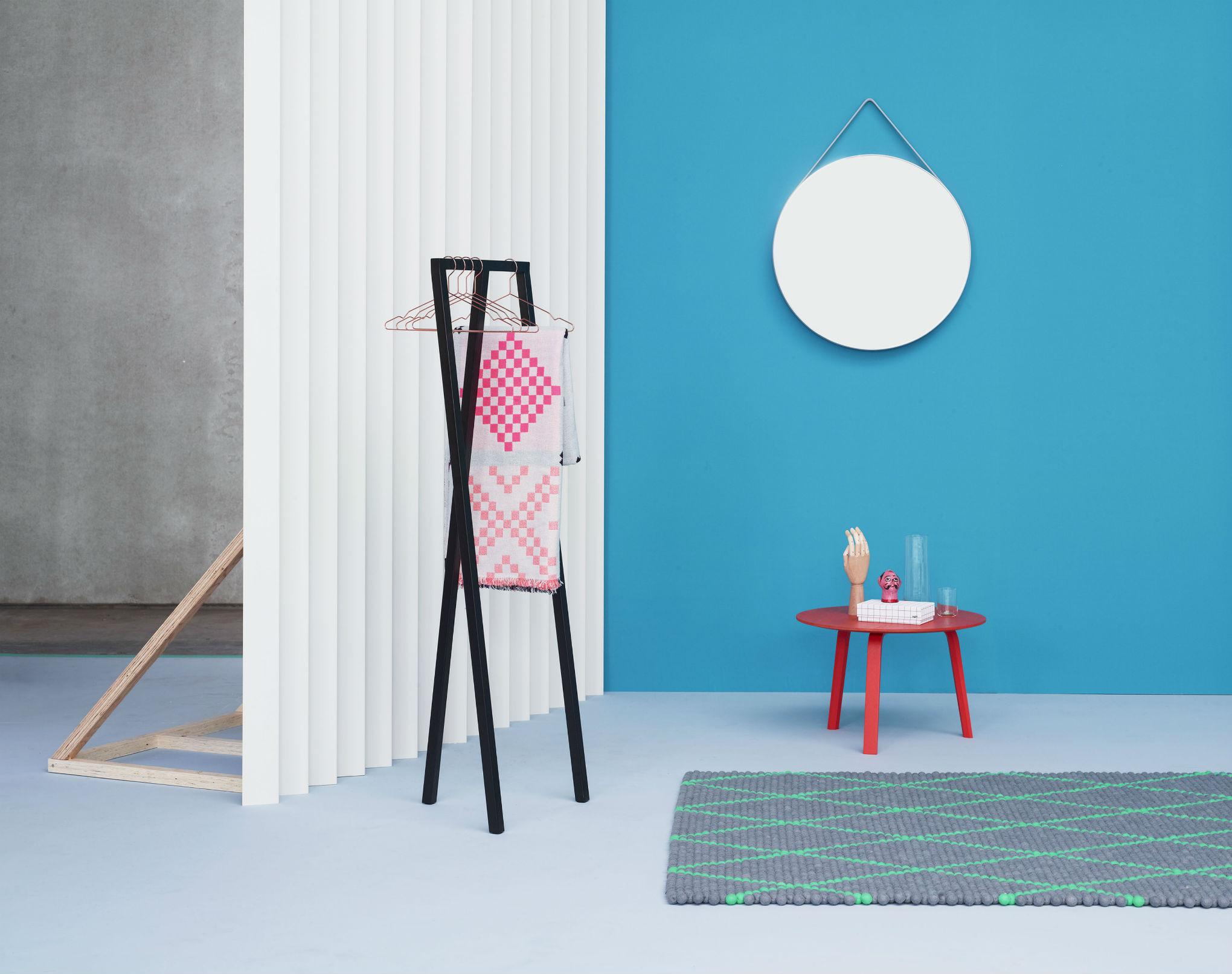Loop Stand Mega Knit Strap Mirror Bella Cofee Table S&B Dot Carpet