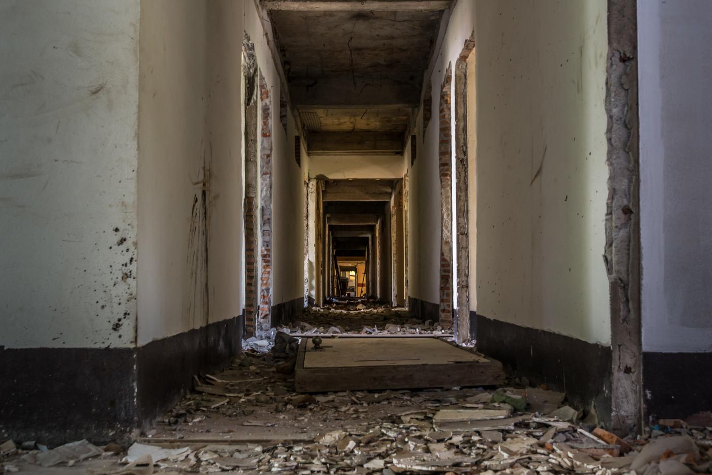 Chiang Mai Abandoned hotel-5.jpg