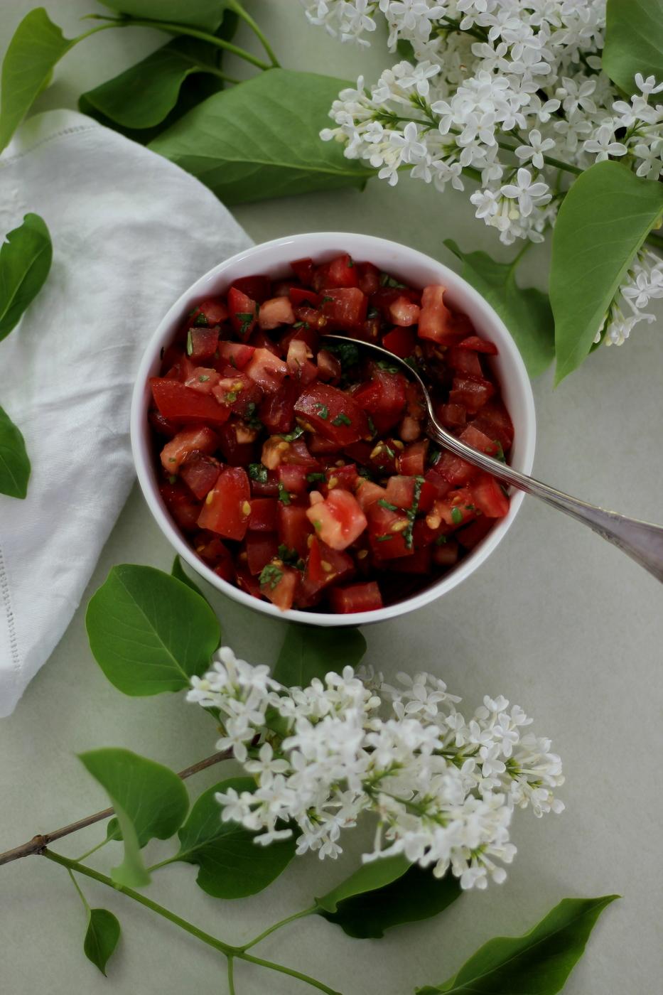 Herkullinen tomaattisalaatti/ lisuke