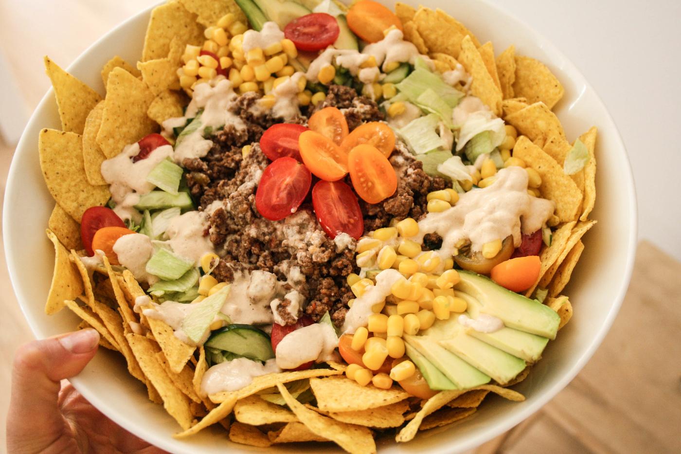KLASSIKKO: texmex-salaatti (+maidoton kastike)