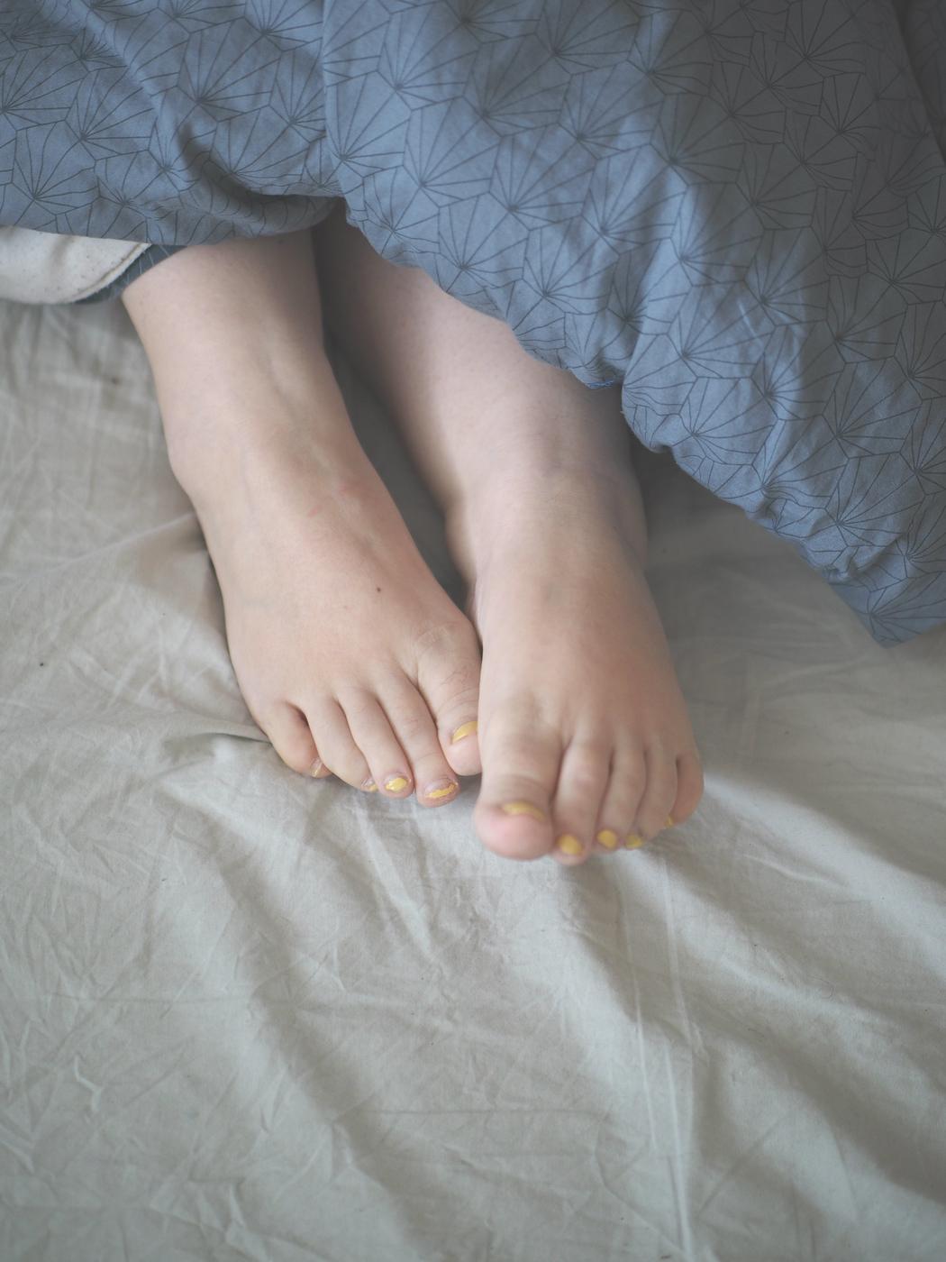 bedroomfeet2.jpg