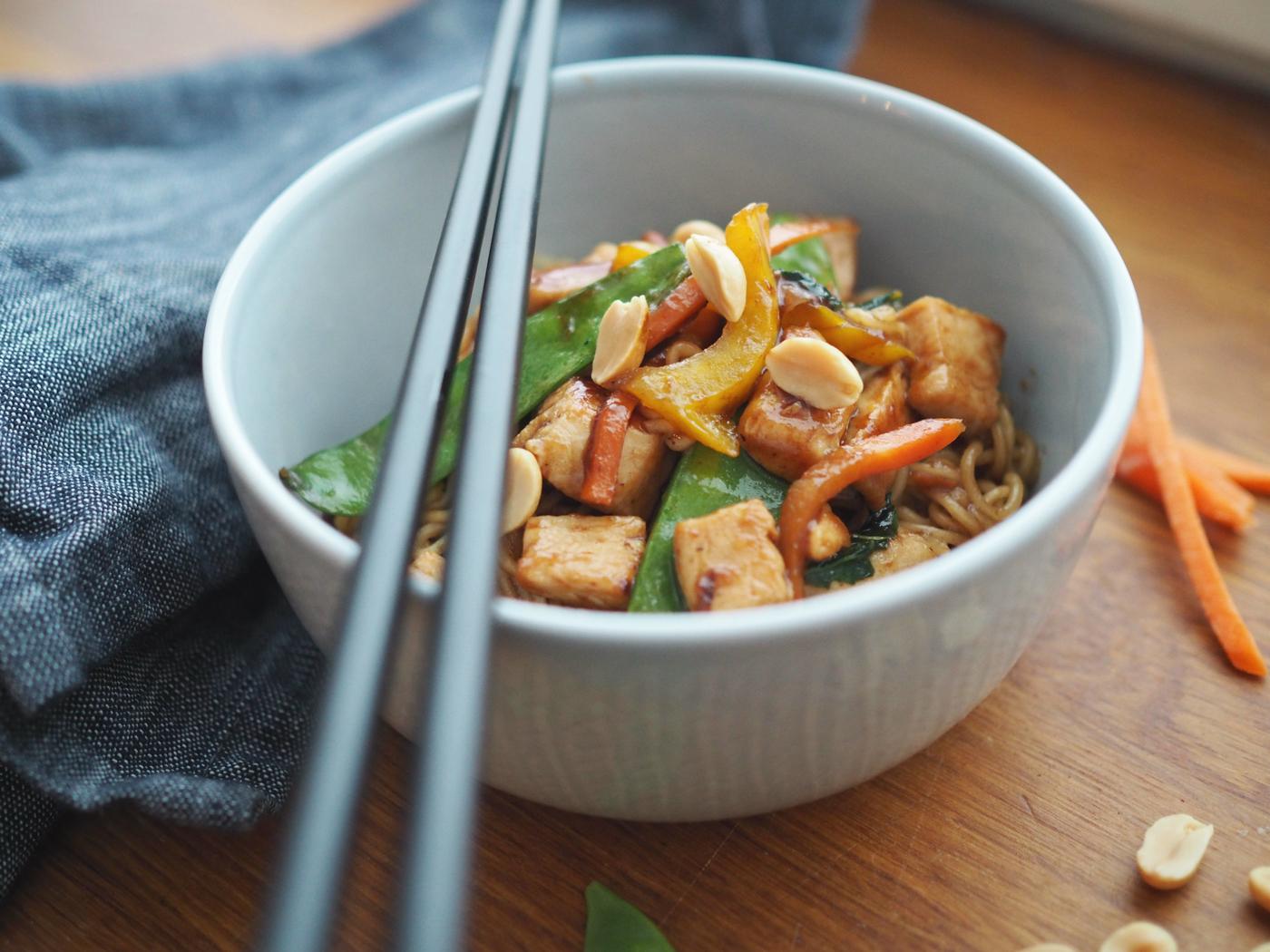 Nopeaa arkiruokaa – kana chow mein wokki