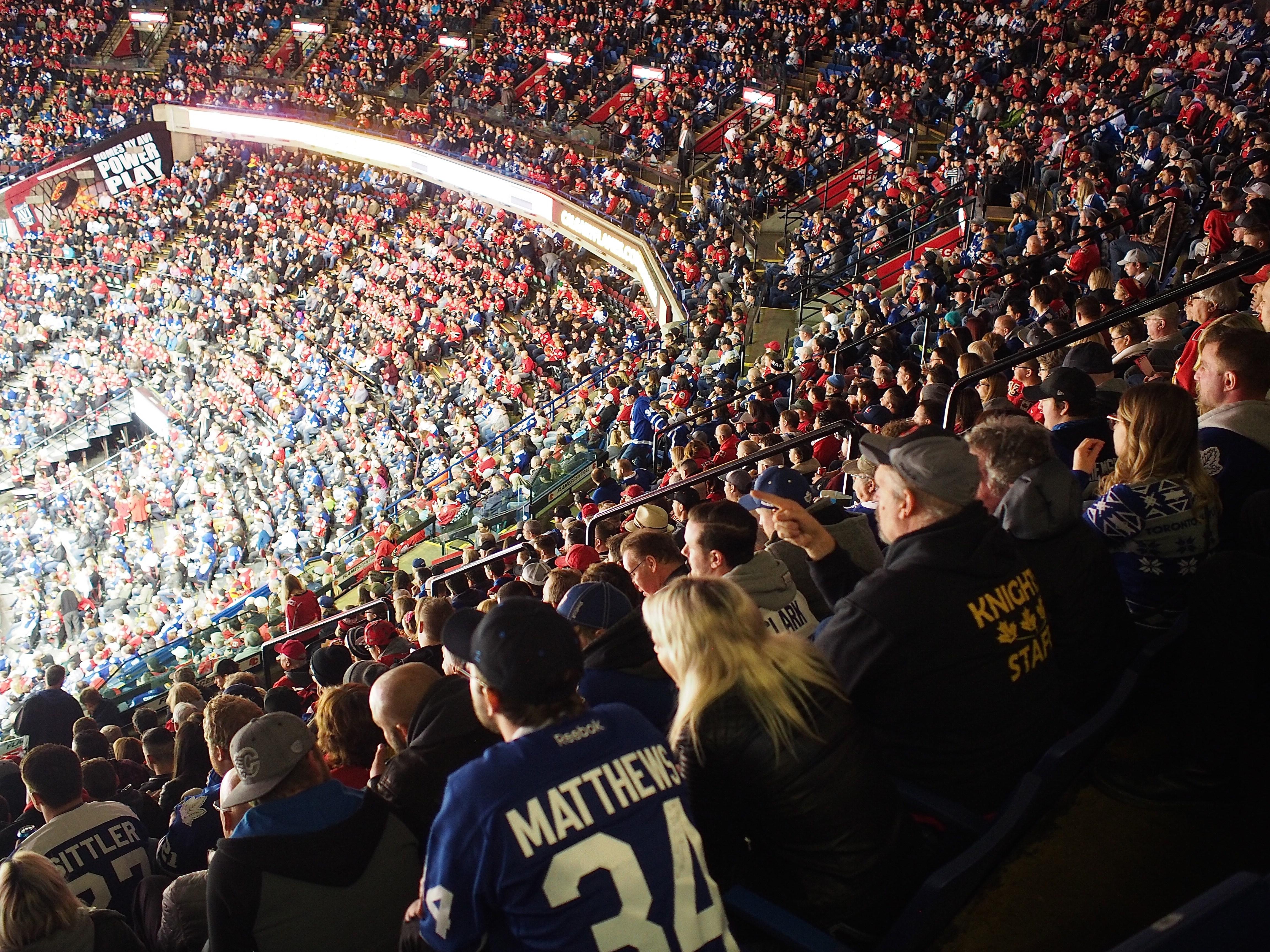 jääkiekkomatsi Calgaryssa.jpg