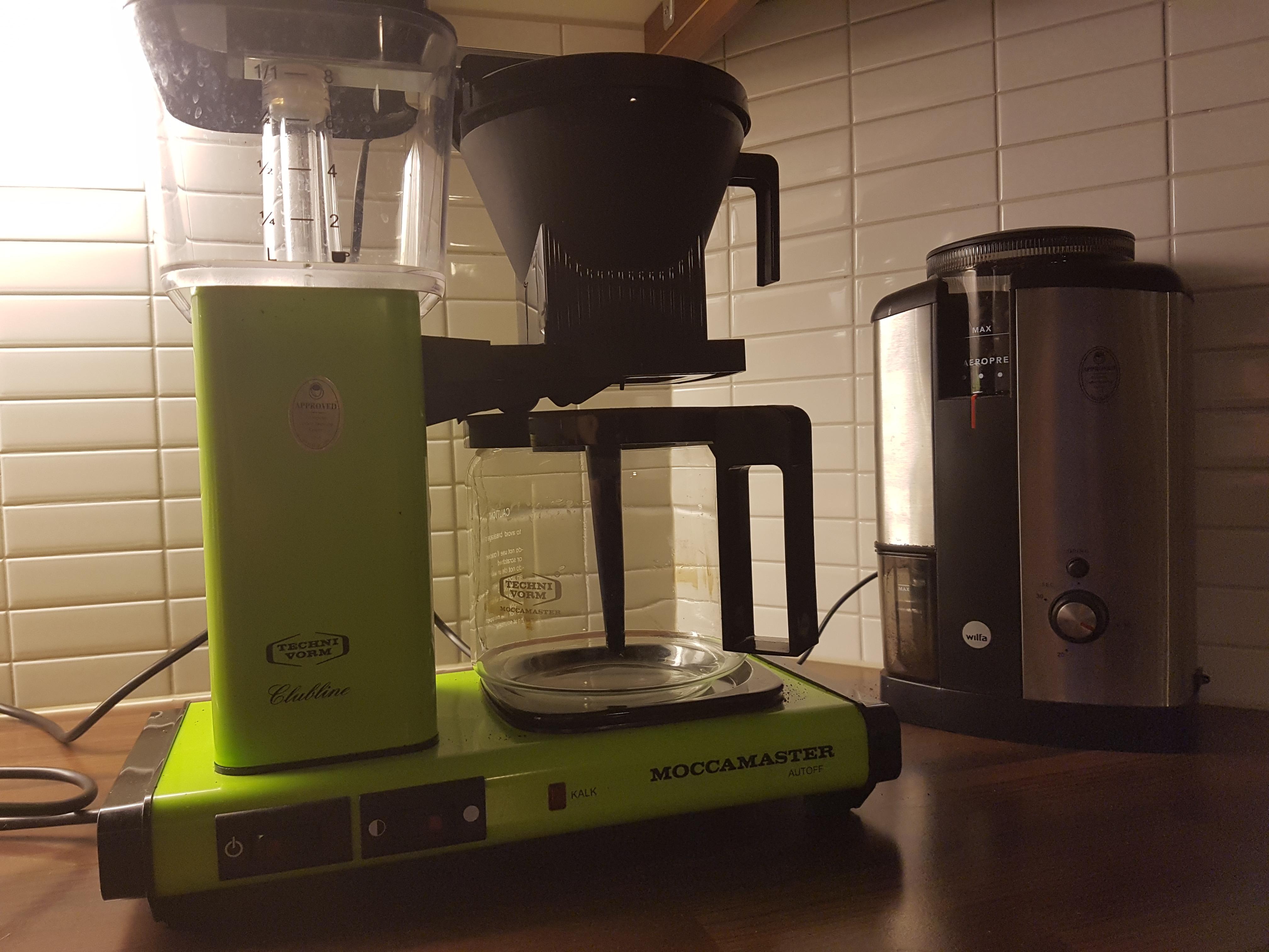Kahvinkeittimen puhdistuksen alkutilanne