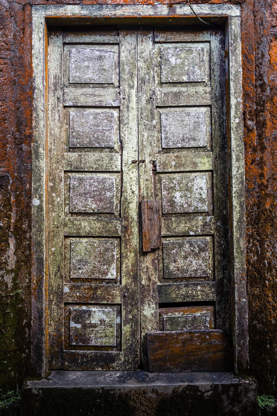 Bokor-buddhist-temple-door.jpg