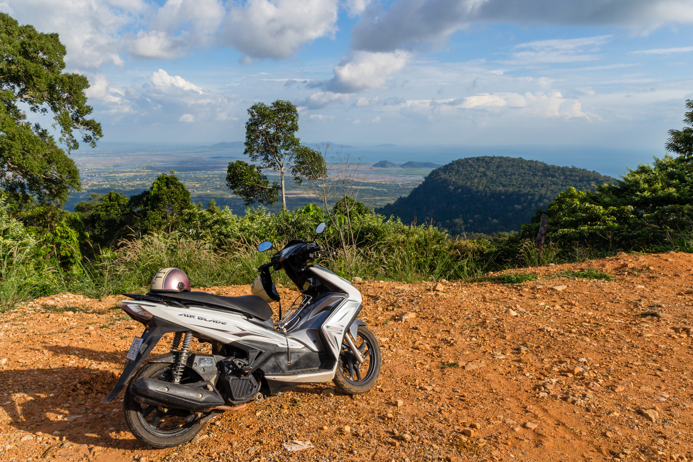 Bokor-drive-up-the-hill.jpg