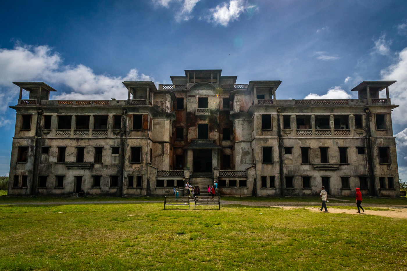Bokor-palace-front.jpg