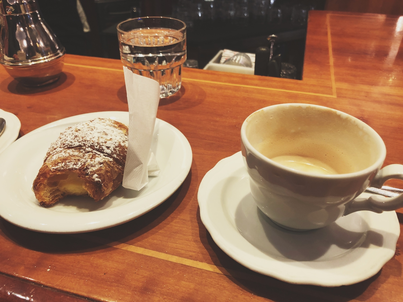 Italialaisesta kahvikulttuurista ja sääntöjen rikkomisesta