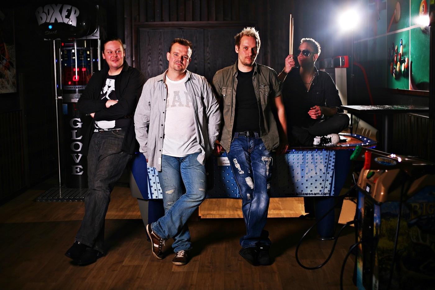 Olennaisuuksia kuvaa: Paha Susi-bändin promokuvat