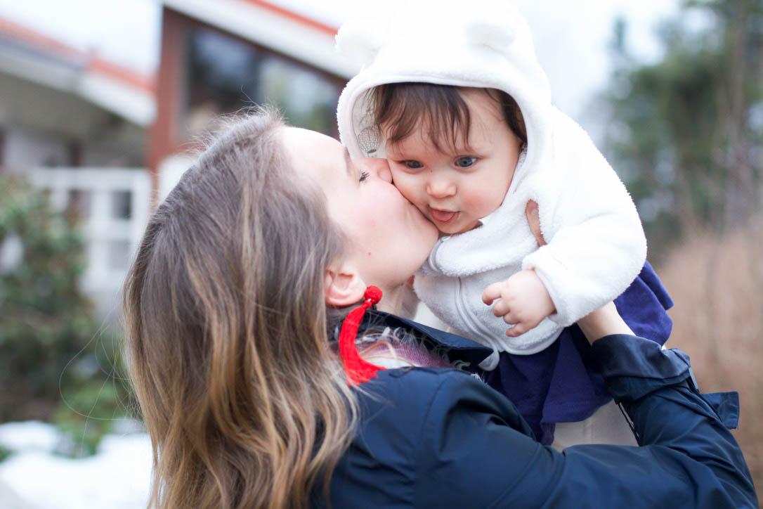 Vauva Vierastaa