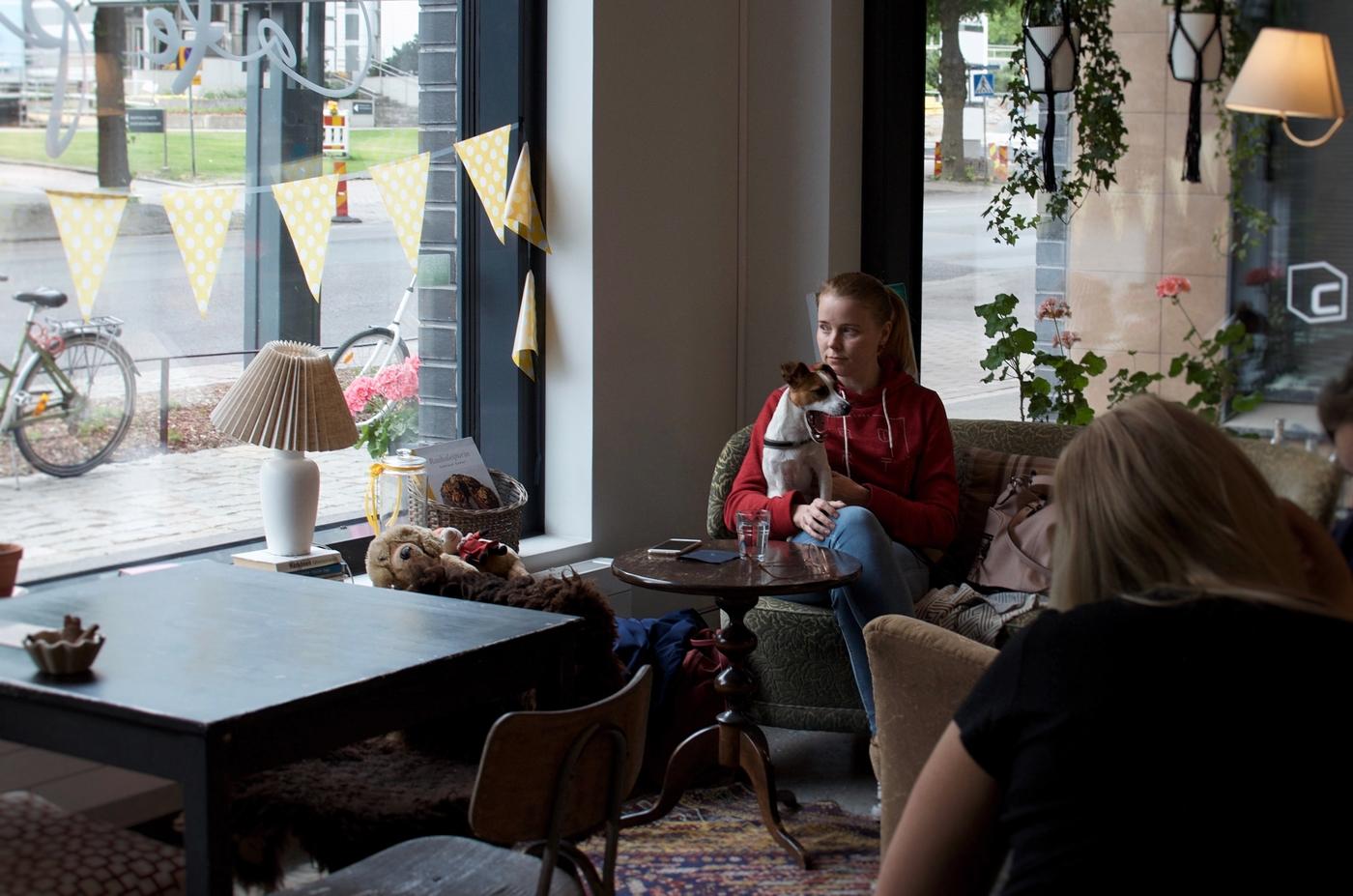 Metku testaa: Cafe Puusti – mummolatunnelmaa Sorsapuiston laidalla