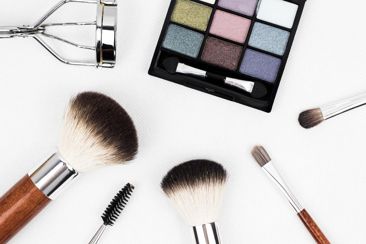 makeup-brush-1761648_1280.jpg