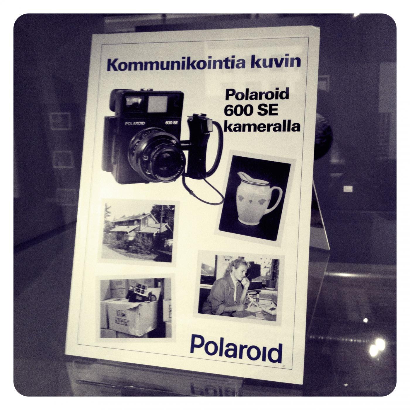 Muissa museoissa: Kommunikointia kuvin – Polaroid-näyttely Suomen valokuvataiteen museossa
