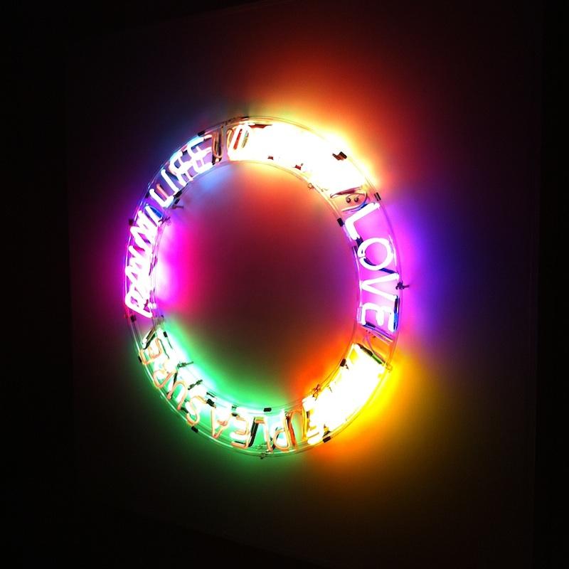 Elämän neonkiertokulku