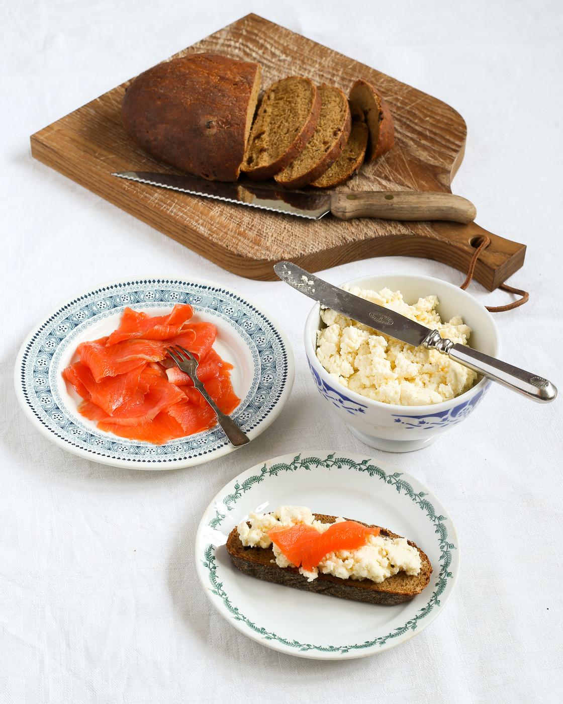 Kotitekoinen sitruuna-ricottajuusto ja herapannukakku