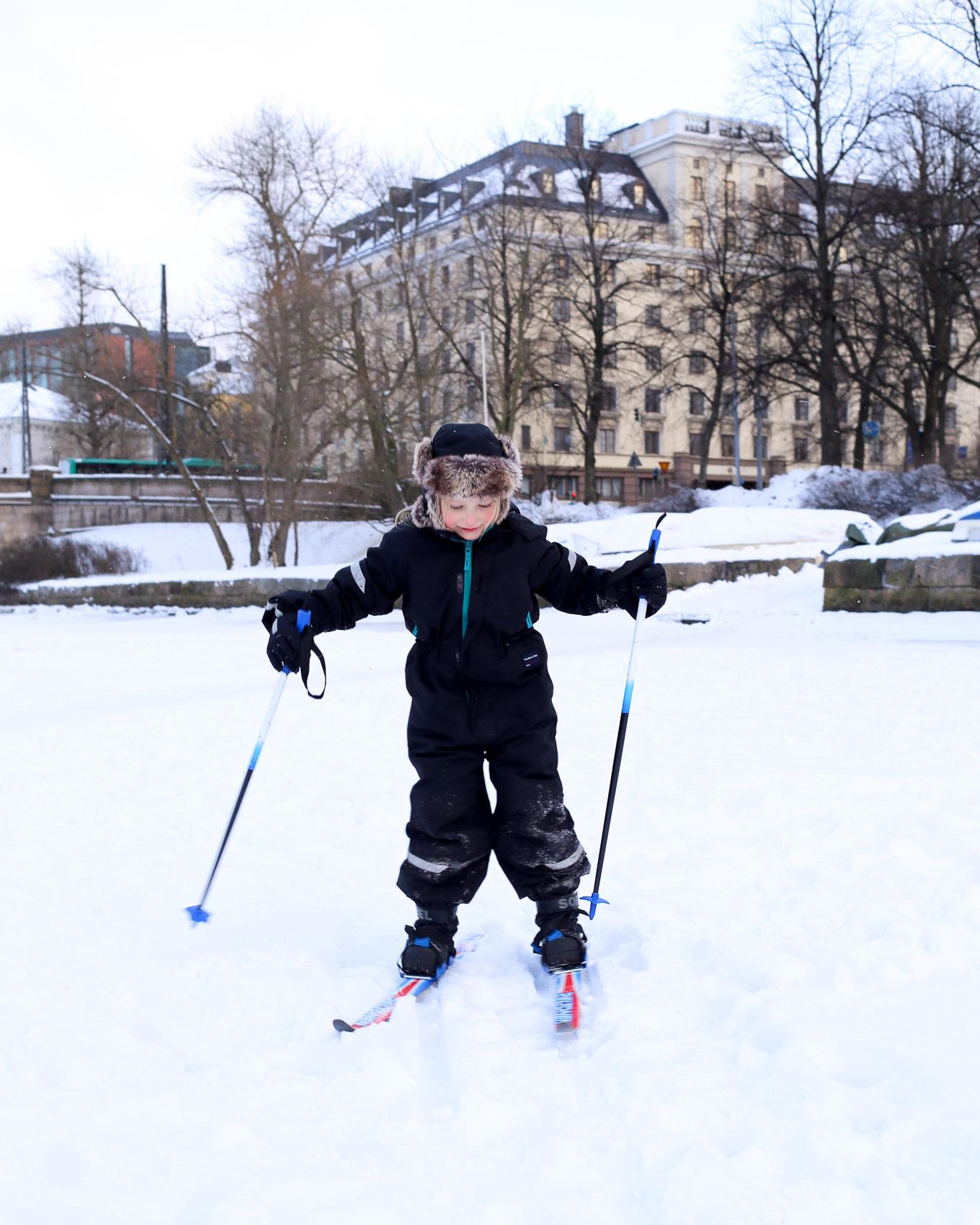 Hiihtämässä Helsingissä - 01.jpg