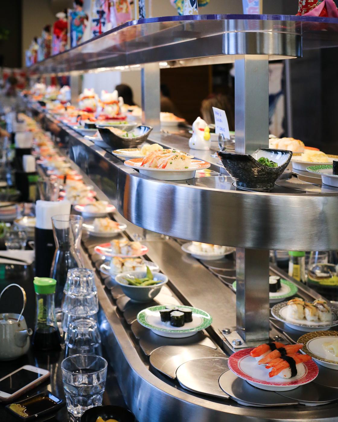 Lounas kaupungilla: Mashiro Postitalo ja sushijuna