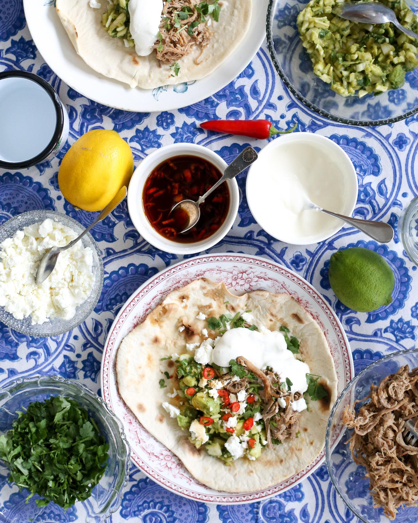 Soijamarinoitu nyhtöpossu - avokadosalsa - tortillat - 4.jpg