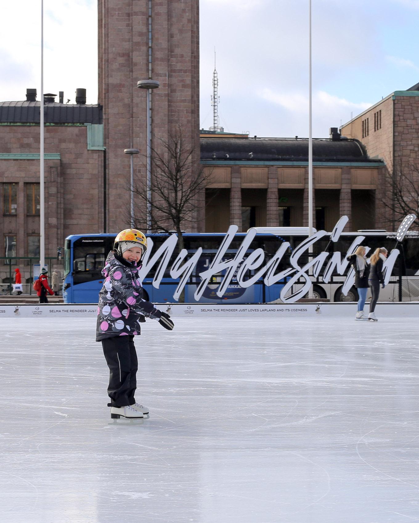 Jääpuisto Helsinki Rautatientori - 02.jpg