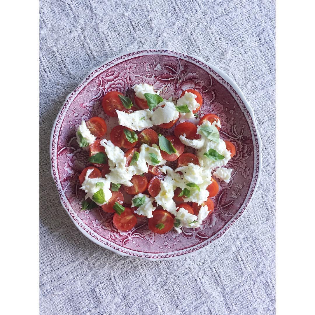 Tomaattia ja mozzarellaa.jpg