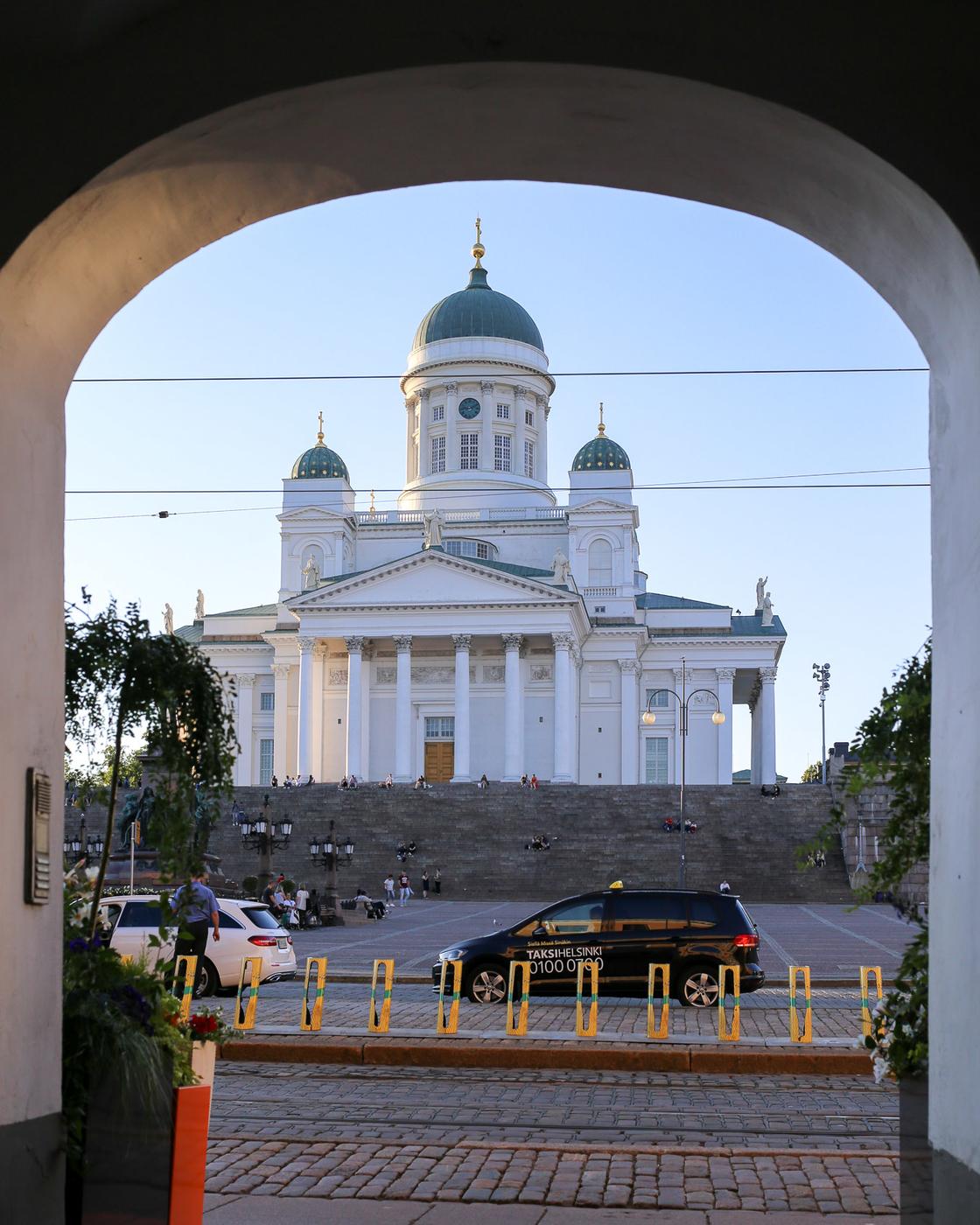 Helsingin tuomiokirkko Senaatintori-1.jpg