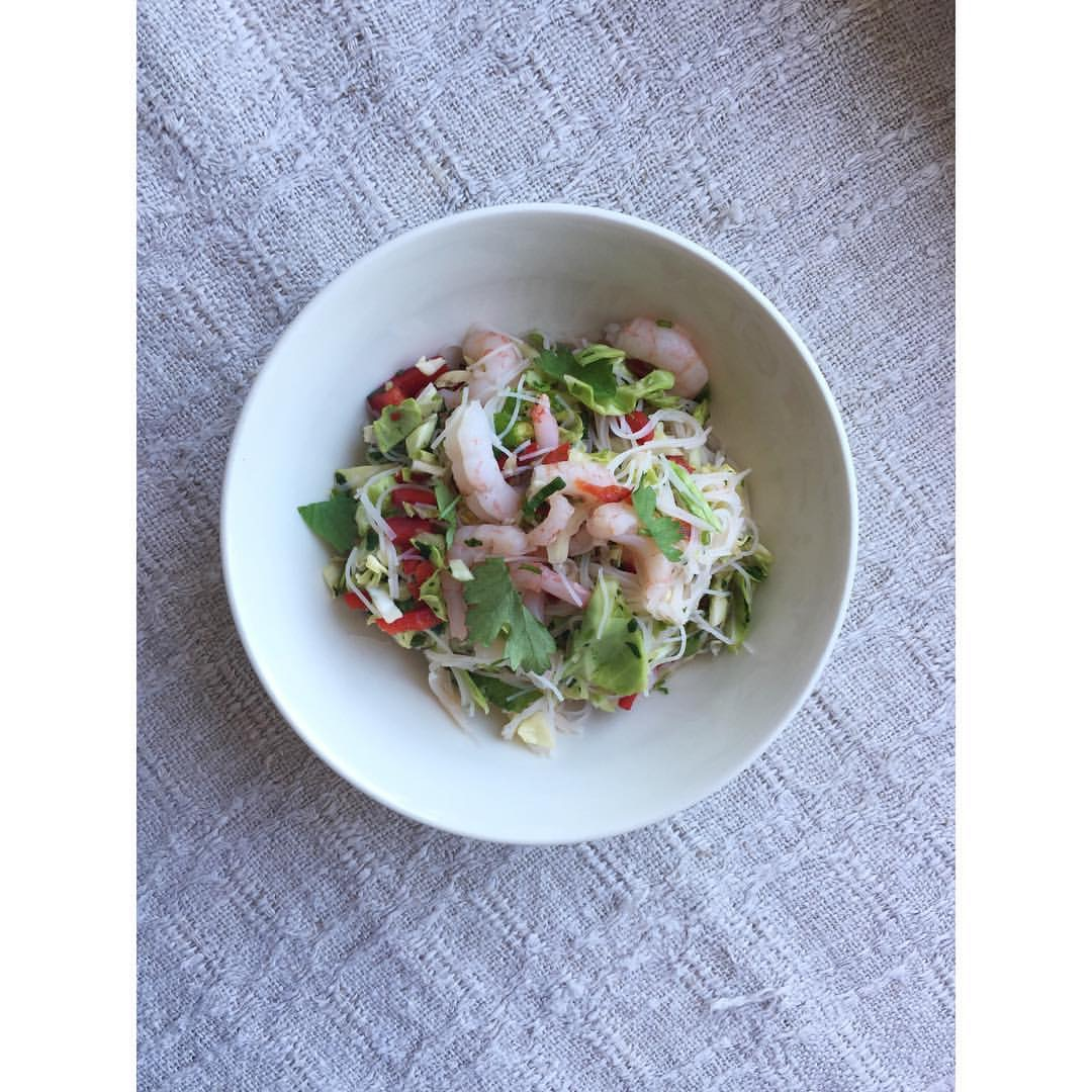 Gastronaatti - Varhaiskaali-nuudeli-katkarapusalaatti.JPG