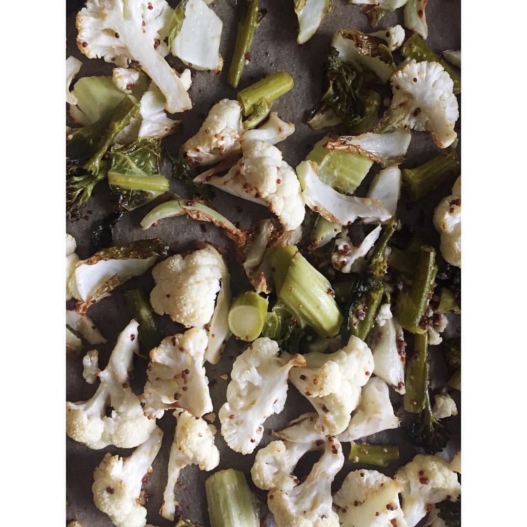 Gastronaatti - Paahdetut kukkakaalit ja parsakaalit.JPG