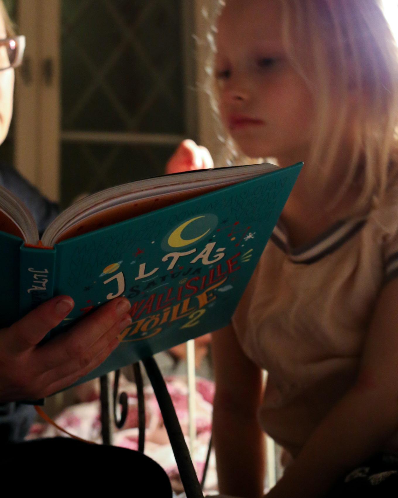 Iltasatuja kapinallisille tytöille-10.jpg