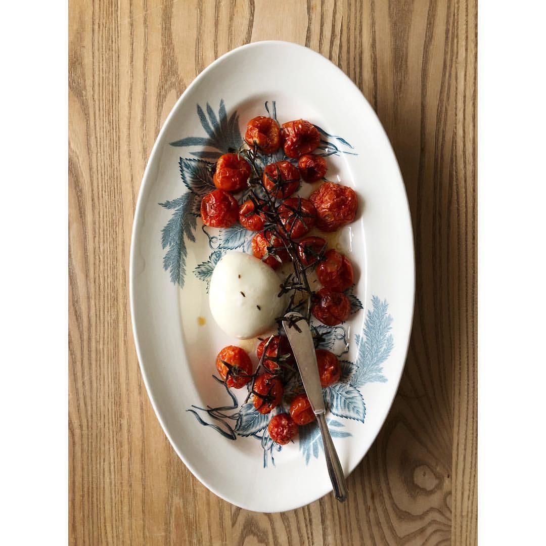 Gastronaatti - Uunitomaatit ja burrata.JPG